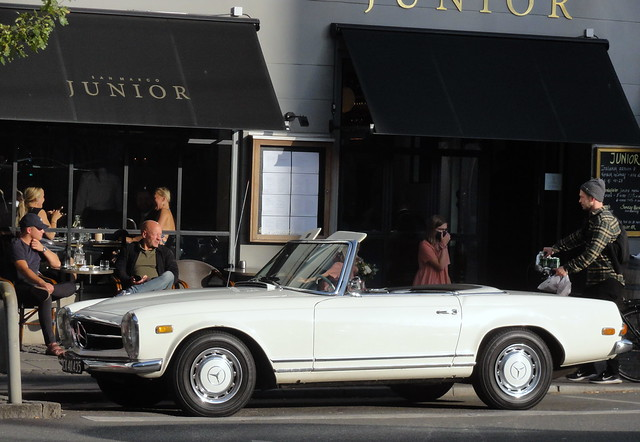 Cafe life in 2020 is fairly normal - sunday cruiser Mercedes 230SL auto CX40435 waits for its owner to drink up