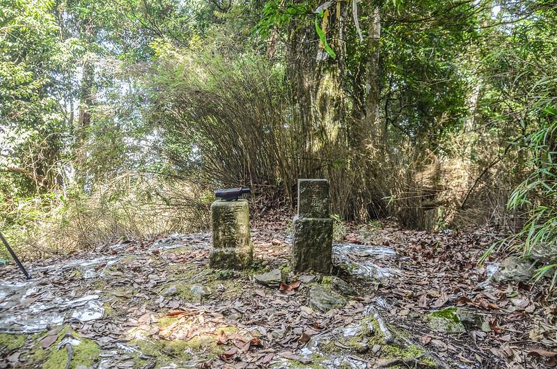 南坑山三等三角點(#6626)及冠字補寺(01)山字森林三角點(Elev. 1871 m) (2)
