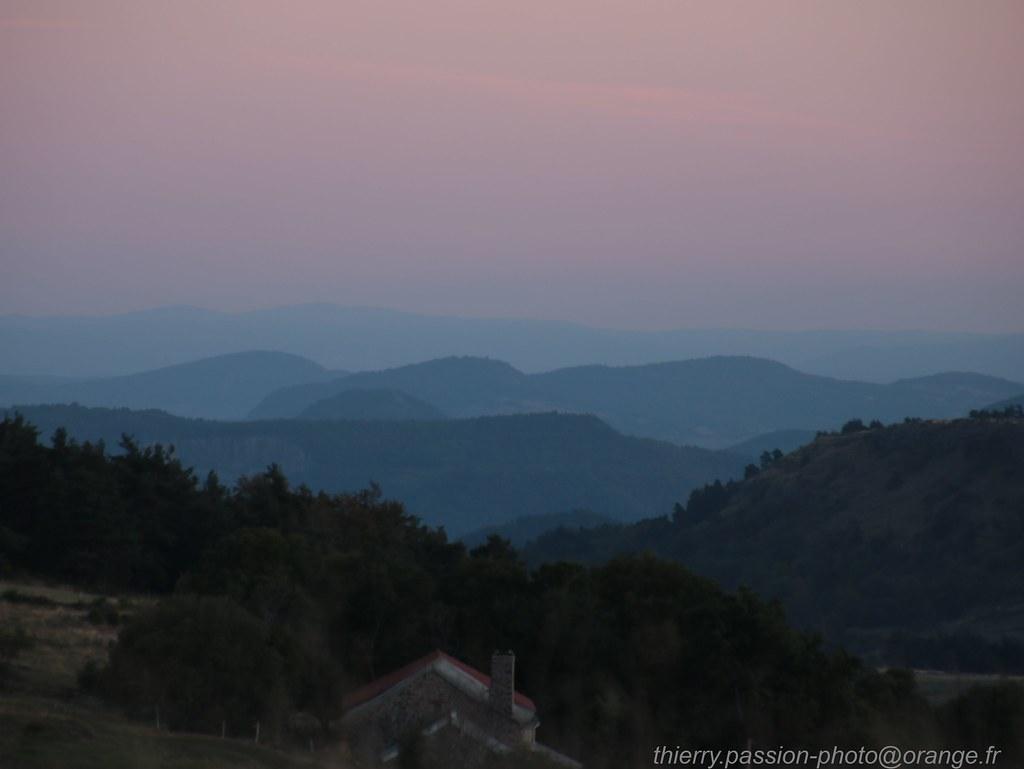 Heures bleu: le jour se lève sur les volcans d'auvergne
