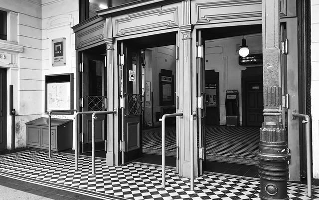 Burggasse-Stadthalle Metro Station / Wenen