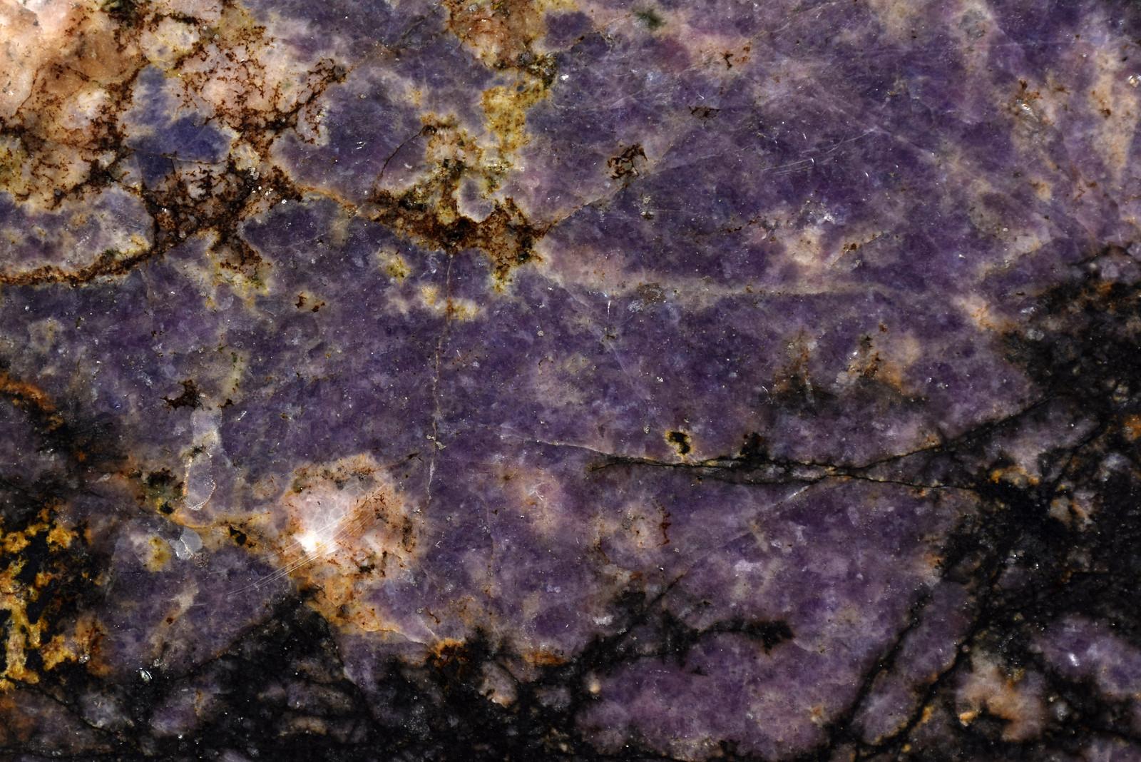 バラ輝石/ Rhodonite