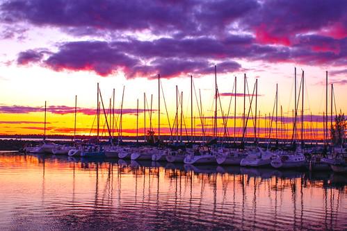 aylmer gatineau marina marinaaylmer boats bateaux voiliers sailboats sailing sail sunset coucherdesoleil reflets reflection fabuleuse