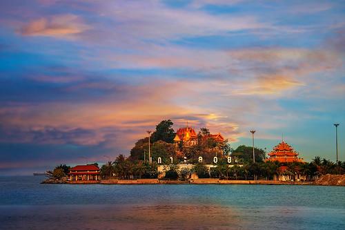 koh ko loi loy island floating thailand sriracha sri racha water sea sunrise sun morning light beach coast guan yin statue temple park