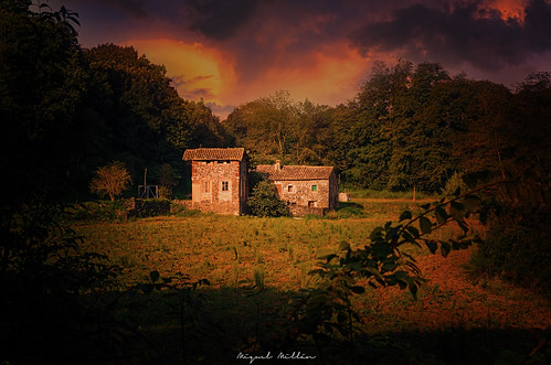 farmhouse mas masia atardecer sunset vesprada rural trees arboles arbres campo camp countryside núvols nubes clouds green verd verde natura naturaleza nature nikon