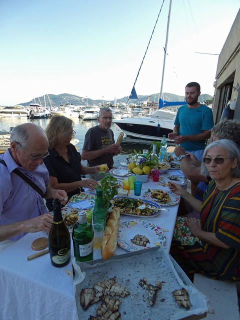 dîner au bord de l'eau