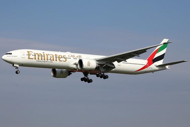 Emirates 777-31H A6-EGL