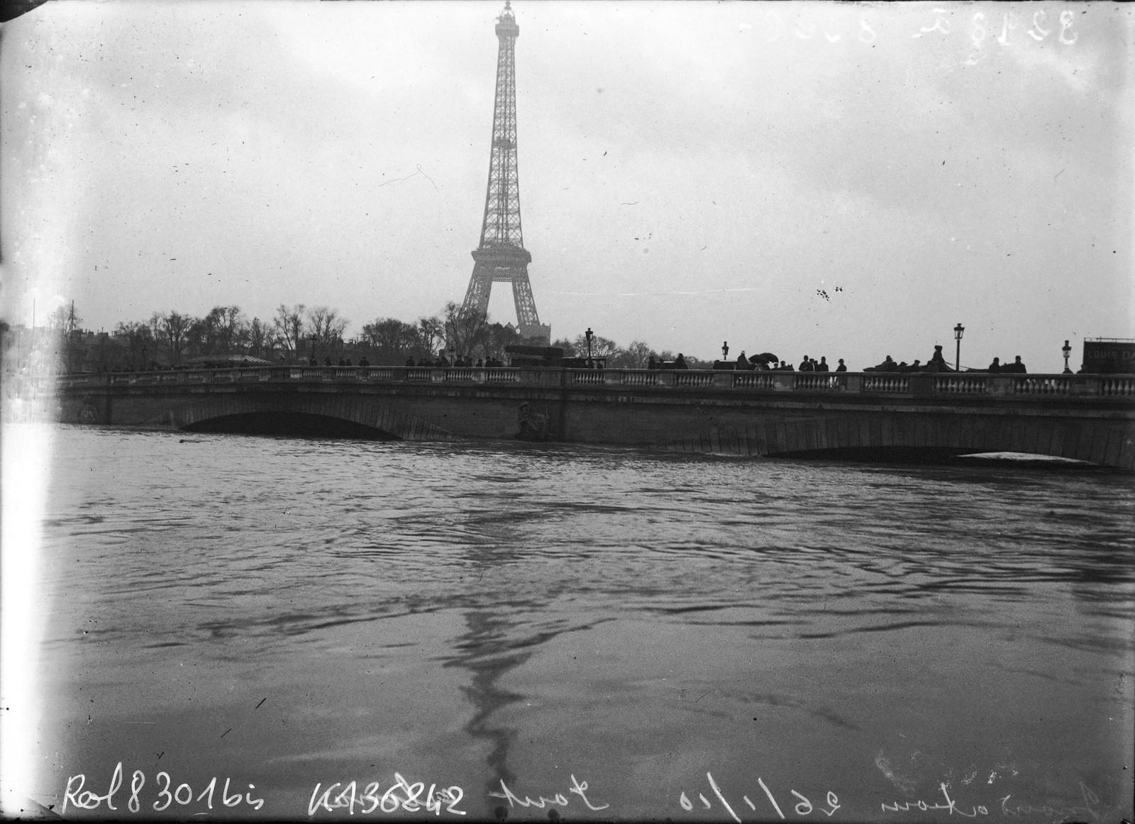 1910. Наводнение. Мост Альма. 26.01