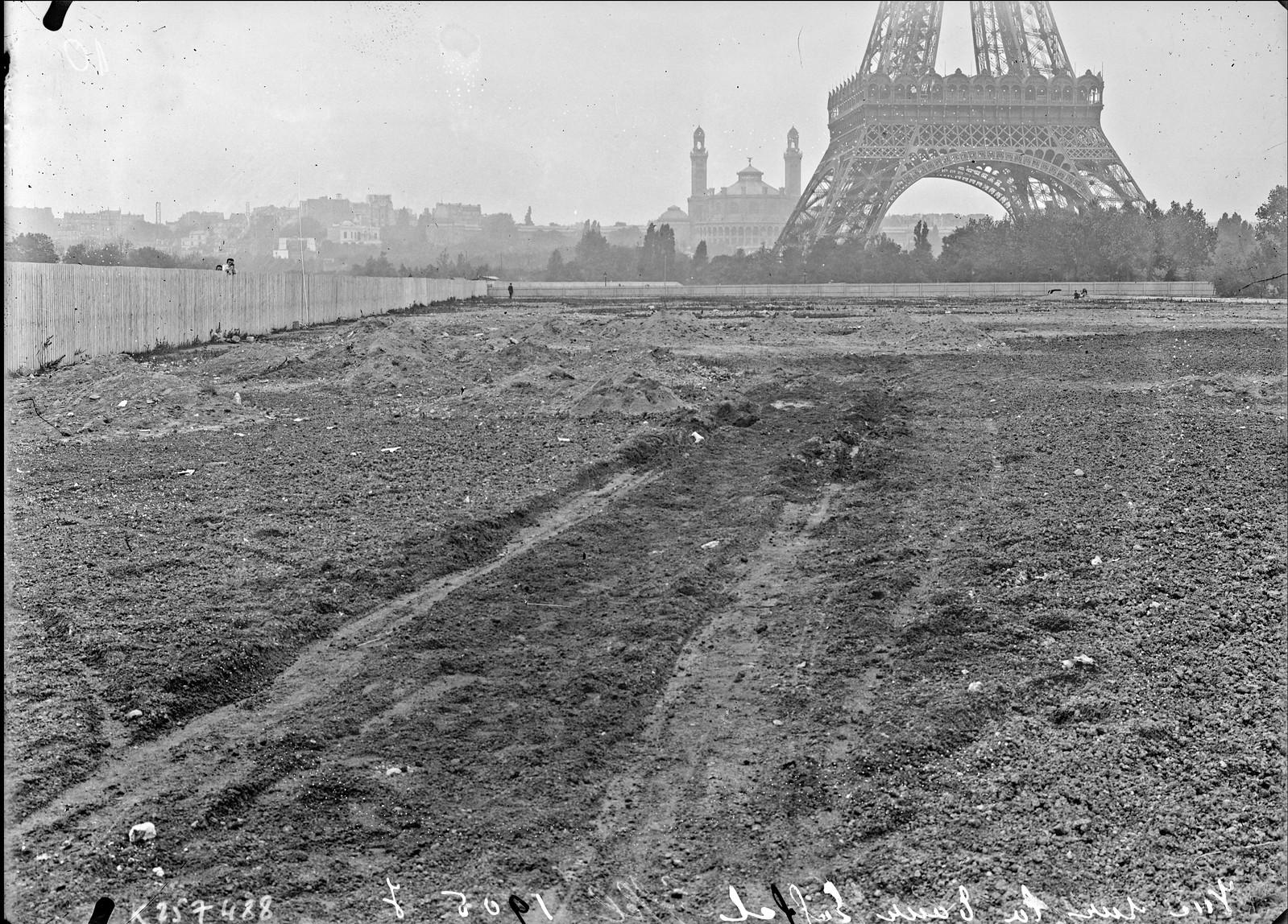 1905. Вид на Эйфелеву башню