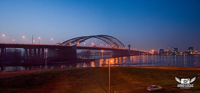 Van Brienenoordbrug in de avond, © Arno Lucas