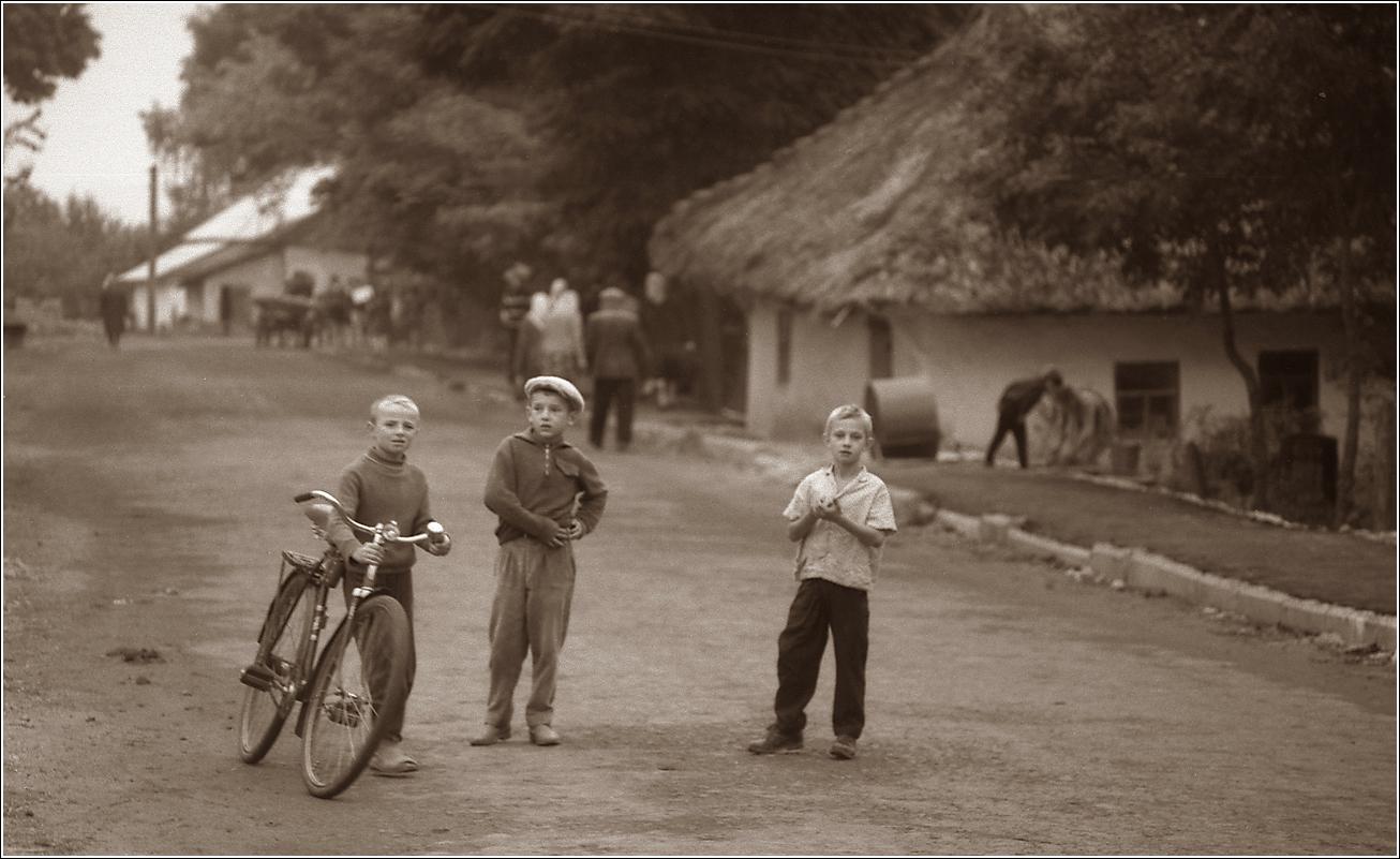 23. 1967. Деражня. Детвора. Фото по просьбе