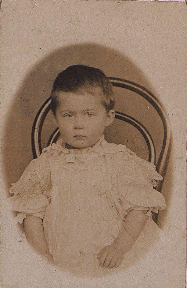 Попова Нина Ивановна в детском возрасте. Около 1907