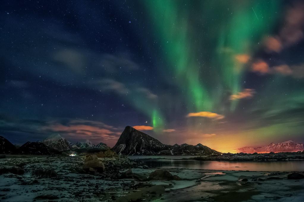 Northern lights above Mt.Offersøykammen