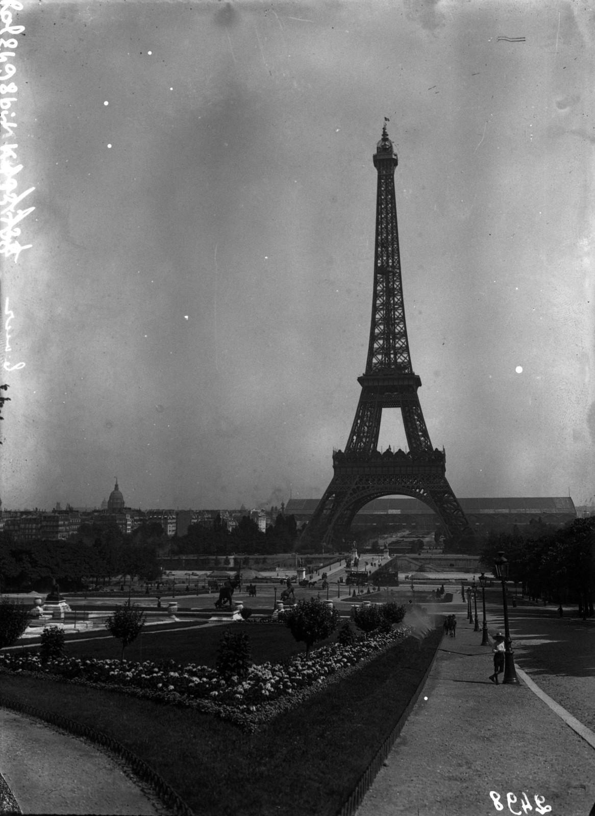 1908. Эйфелева башня