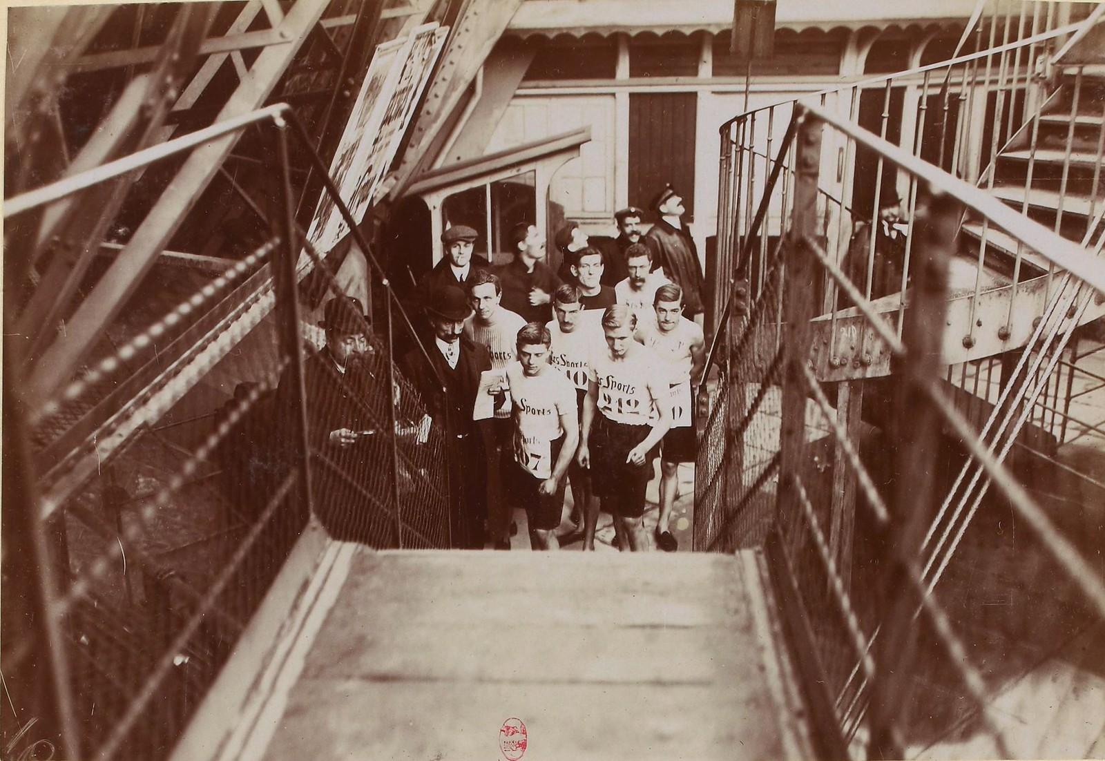 1906. Конкурс газетчиков в Париже. Чемпионат по бегу по лестницам на Эйфелевой башне, 18 ноября