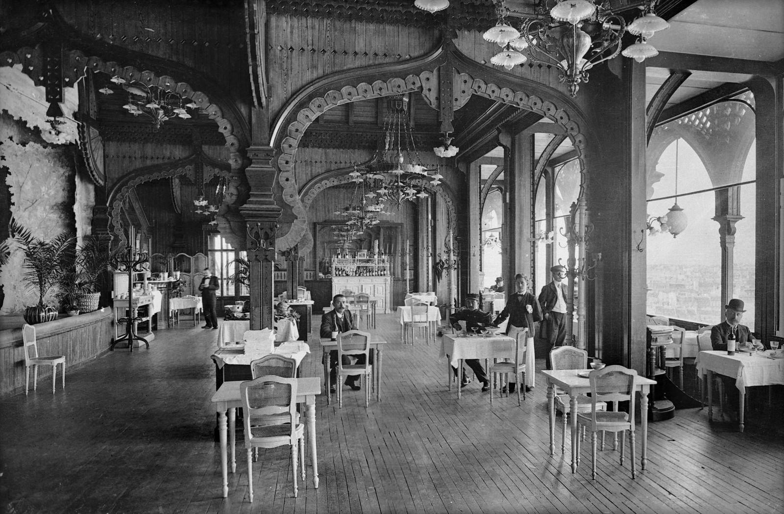 1900. Эйфелева башня. Зал ресторана