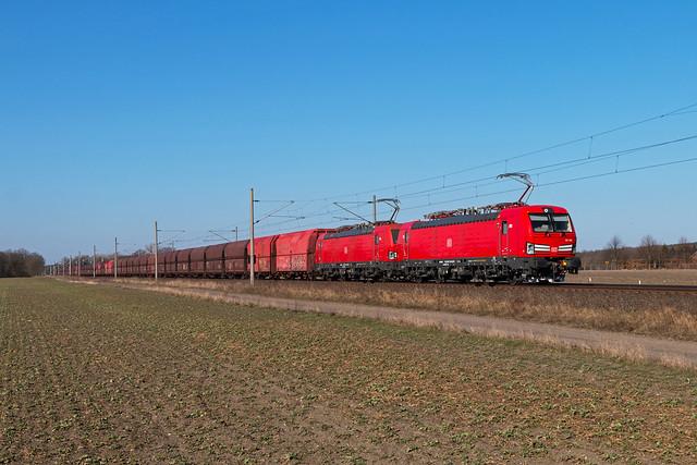 DB Cargo 193 306 + 193 304 mit Erzzug in Dersenow - 18.03.2018