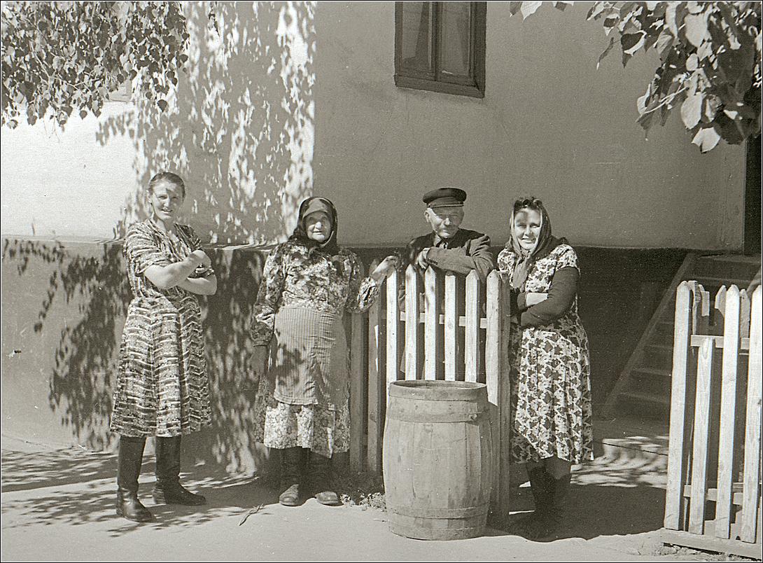 09. 1960. Соседи. Фото на память