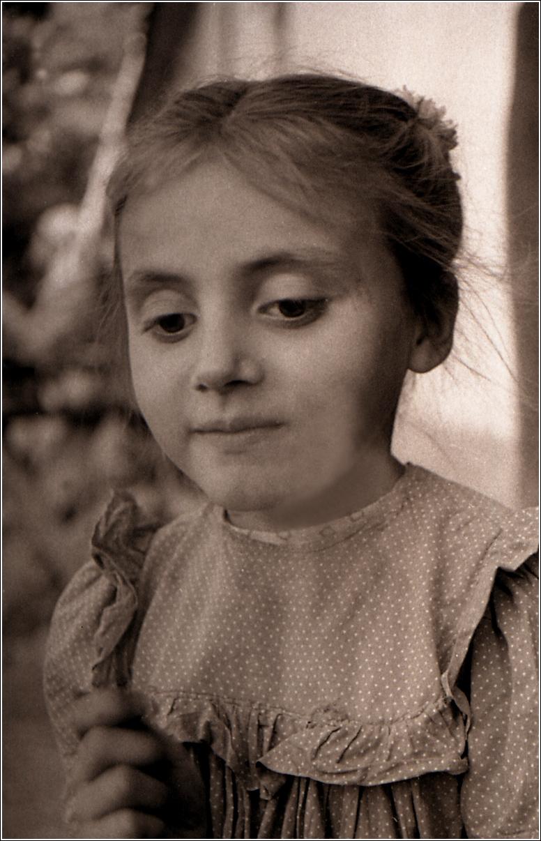 02. 1960. Деражня. Портрет девочки