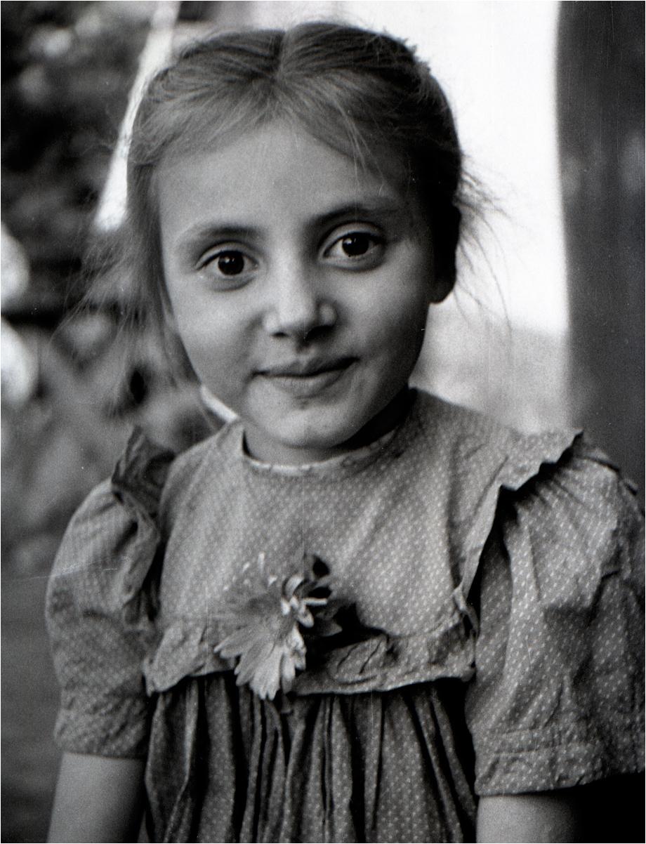 03. 1960. Деражня. Портрет соседской девочки