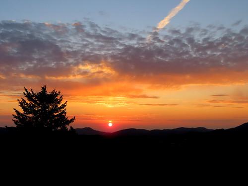 elkmeadowpark sunrise morning clouds contrail sun mountains tree silhouette landscape hiking colorado frontrange evergreen