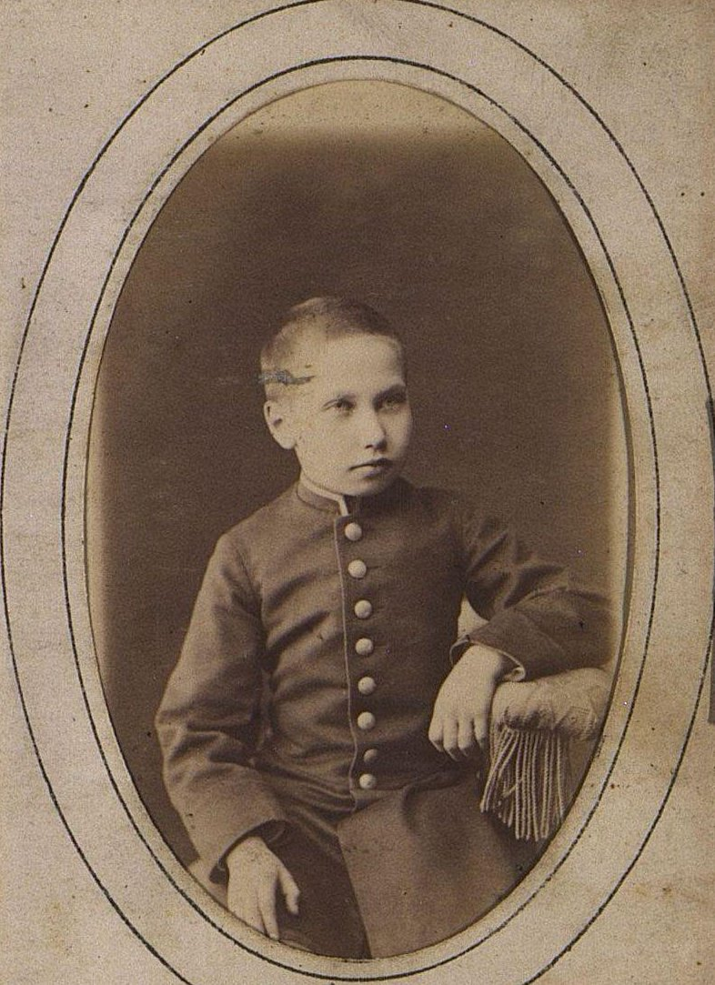 Оленников Константин Михайлович в детском возрасте. Иркутск