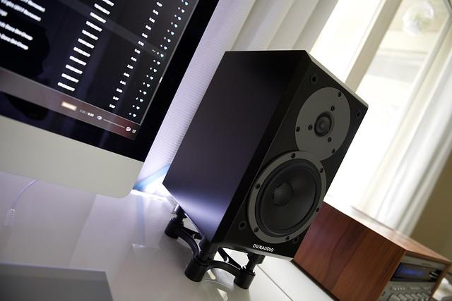 Dynaudio M10 Marantz 2270 desktop setup.
