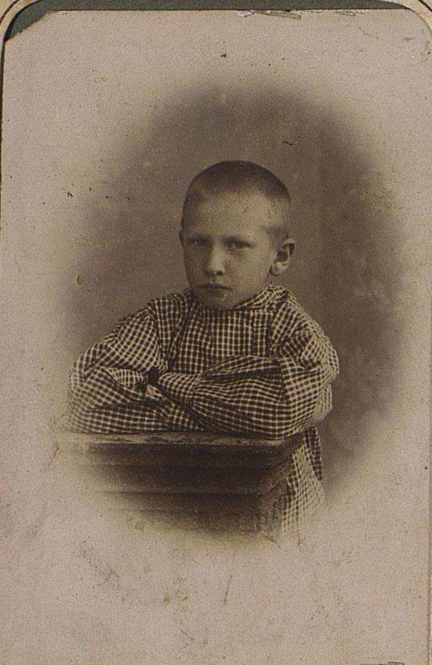 Попов Николай Иванович в детском возрасте. Около 1909