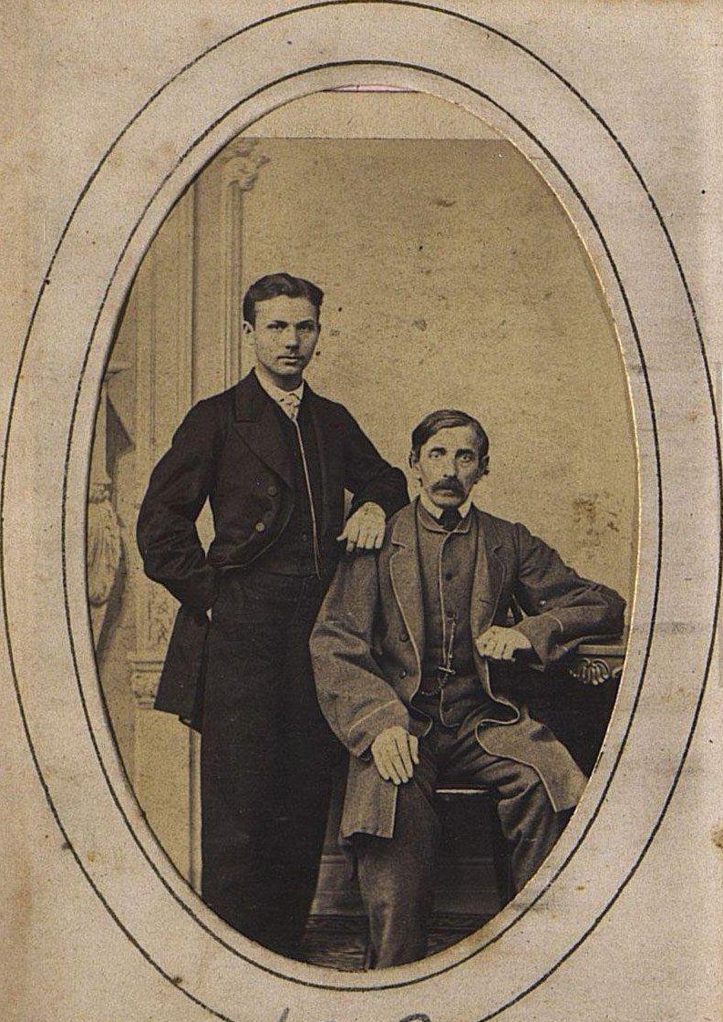Двое неизвестных мужчин.
