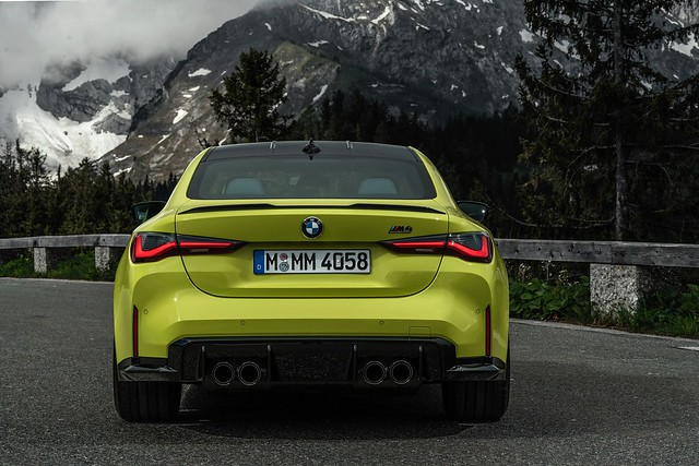 2021-BMW-M3-And-M4-30