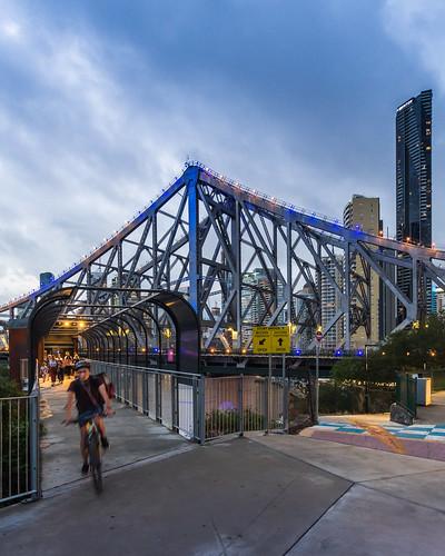 storybridge bridge river brisbaneriver skyline view vista skyscraper tower cyclist movement motion blur dusk evening bluehour twilight cbd brisbanecbd brisbane queensland qld australia nikon d500 nikond500