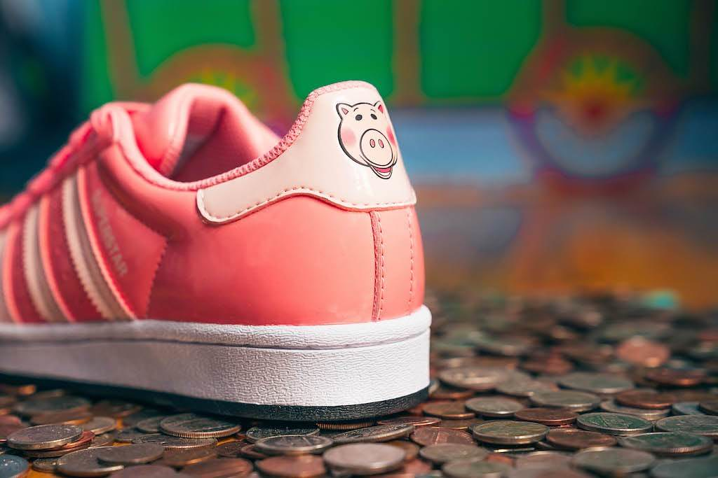 adidas × Pixar《玩具總動員》系列鞋款、皮克斯彩球造型籃球登場!
