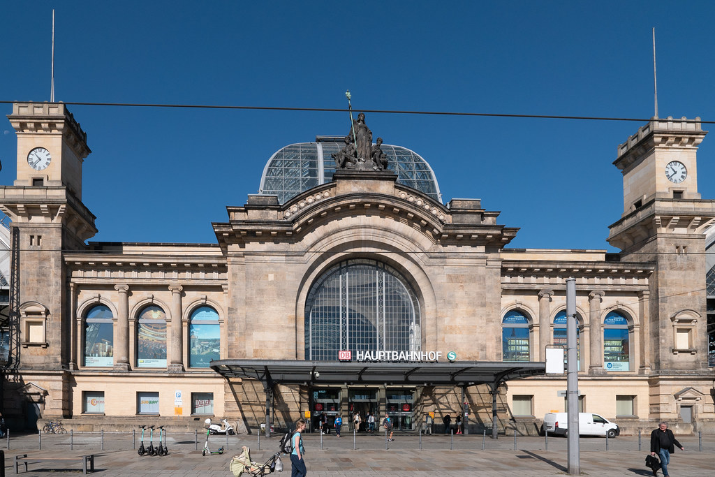 Dresden: Ostfassade des Hauptbahnhofs  - East façade of the Central Station