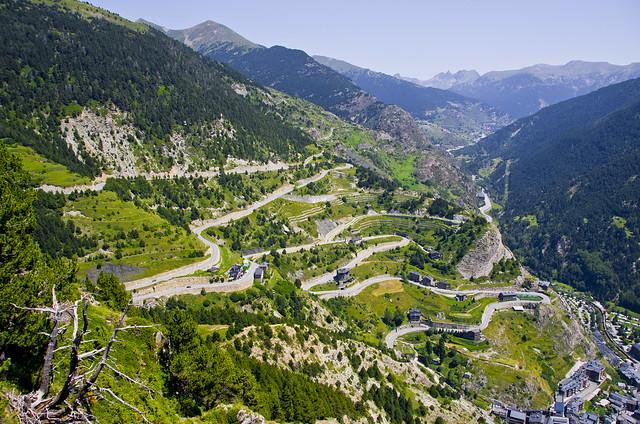 Pujant al coll d'Ordino / Ordino road