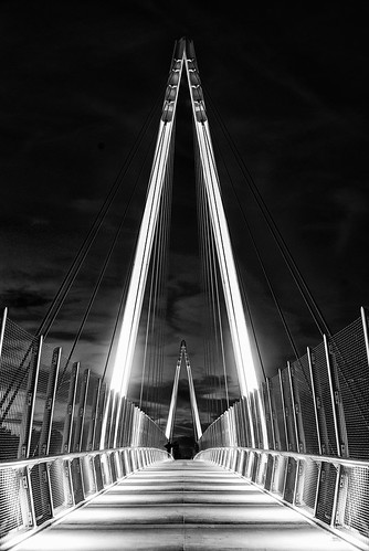 cupertino sanjose silicon valley california sanfranciscobay sanfranciscobayarea southbay maryavenuebridge donburnett donburnettbridge bridge walkway architecture geometric buildingstructure building infrastructure pedestrianbridge bicyclebridge clear night outdoor sky symmetry onepointperspective monochrome blackandwhite sony sonya7 a7 a7ii a7mii alpha7mii ilce7m2 fullframe vintagelens dreamlens canon50mmf095 canon 2xp raw photomatix hdr qualityhdr qualityhdrphotography fav200 usa