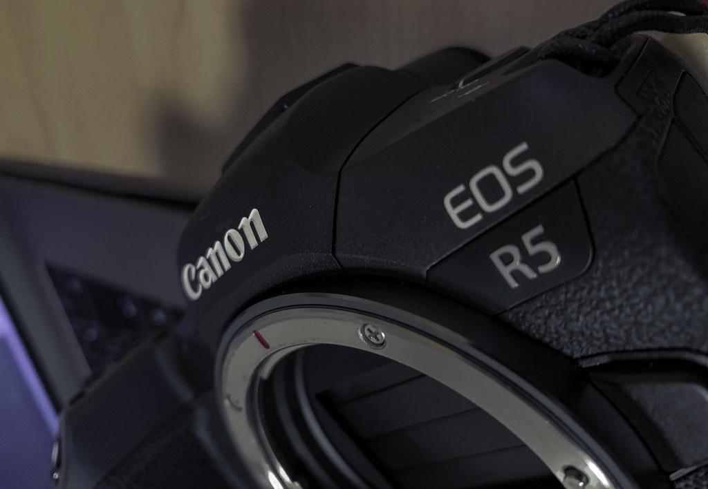 EOS R5_mount