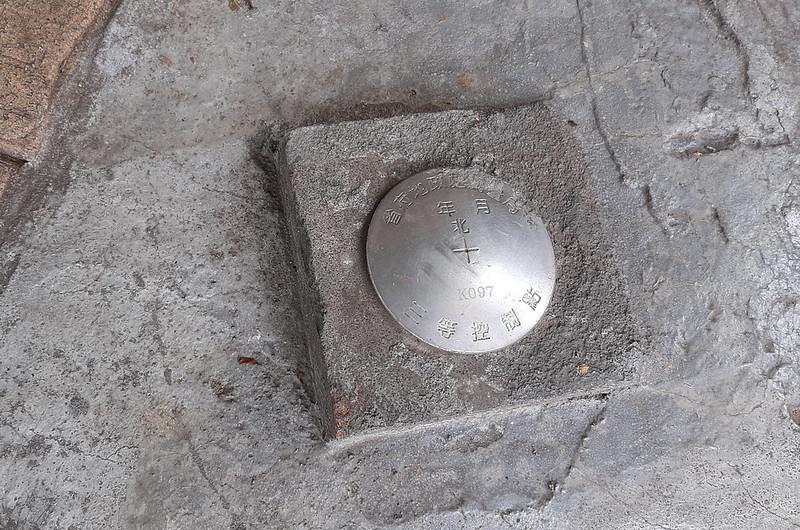嶺頂福神祠省府地政處測量局三等控制點(# K 097 Elev. 153 m)