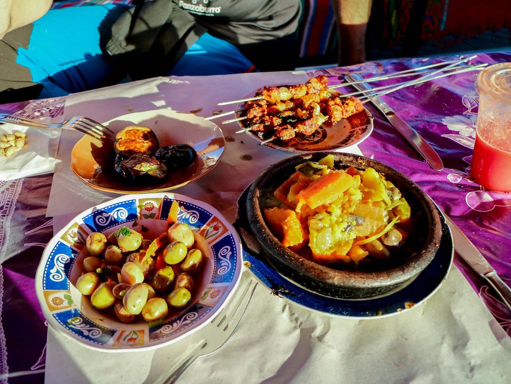 Almuerzo de varios platos en marruecos