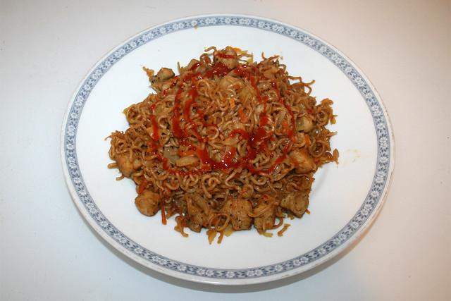 Asian cabbage chicken stir fry - Leftovers III / Asiatische Weißkohl-Nudelpfanne mit Huhn - Resteverbrauch III