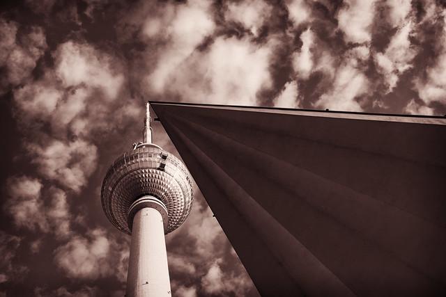 Berliner Spitzen unter fluffigen Wolken
