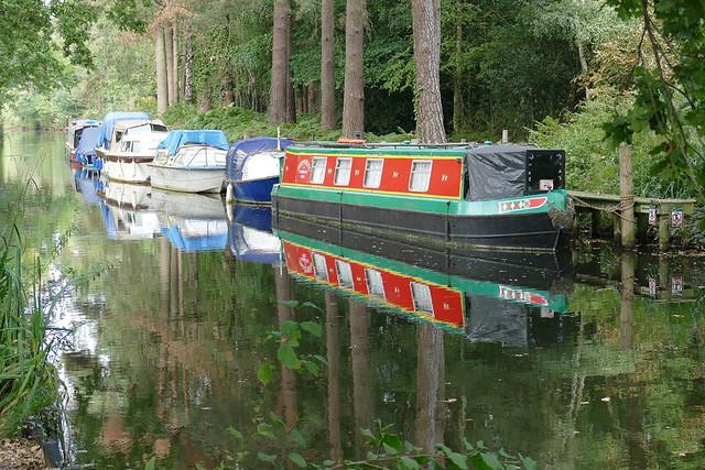 D24080.  Narrowboat Reflections.