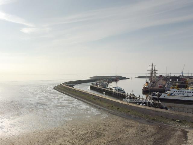 Zuiderpier Harlingen bij laag water.