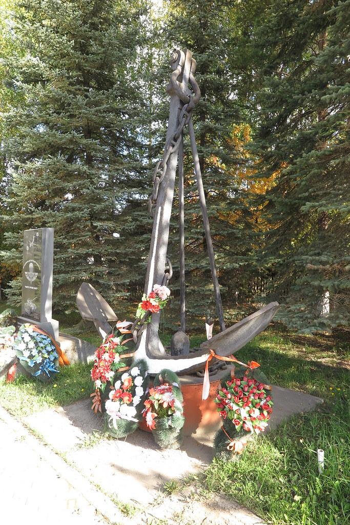 2019_09  Кировская область, Даровской, пушка ЗИС-3 и якорь - памятники  31