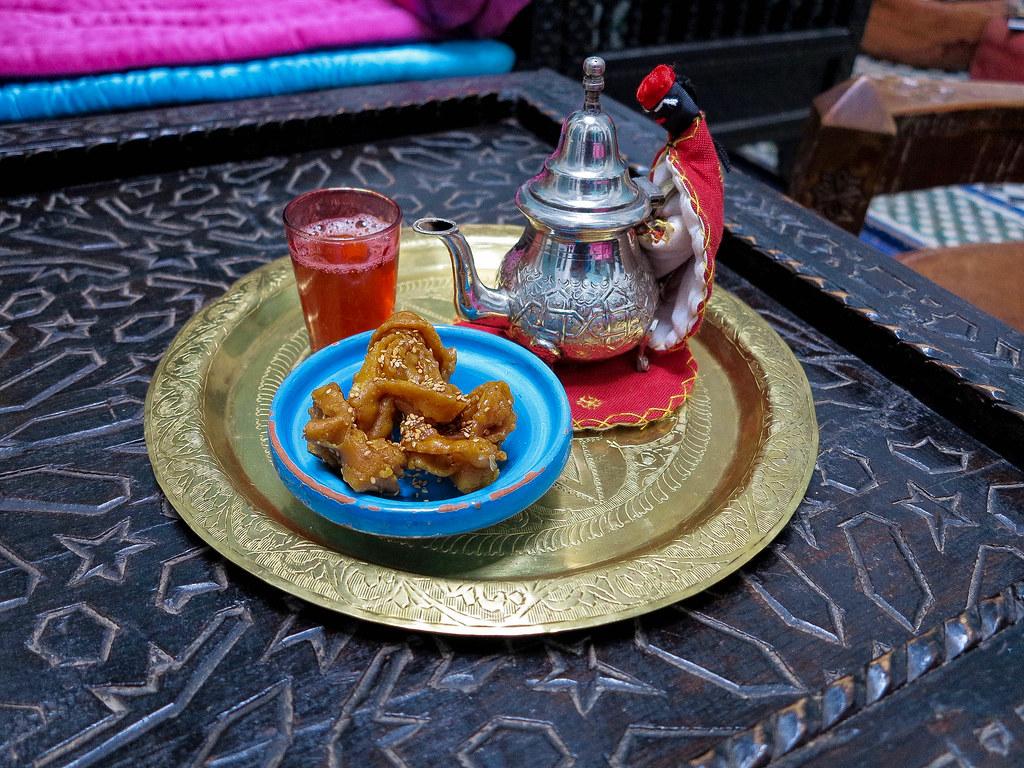 Té y dulce típico de Marruecos