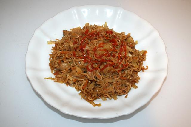 Asian cabbage chicken stir fry - Leftovers II / Asiatische Weißkohl-Nudelpfanne mit Huhn - Resteverbrauch II