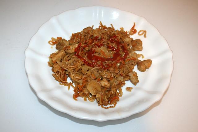 Asian cabbage chicken stir fry - Leftovers IV / Asiatische Weißkohl-Nudelpfanne mit Huhn - Resteverbrauch IV