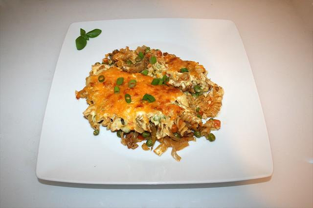 43 - Gyros cabbage casserole with sauce hollandaise - Served / Gyros-Weißkohl-Auflauf mit Sauce Hollandaise - Serviert
