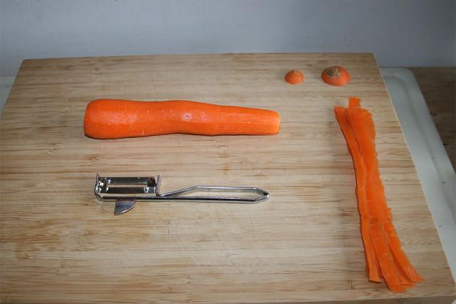02 - Peel carrot / Möhre schälen