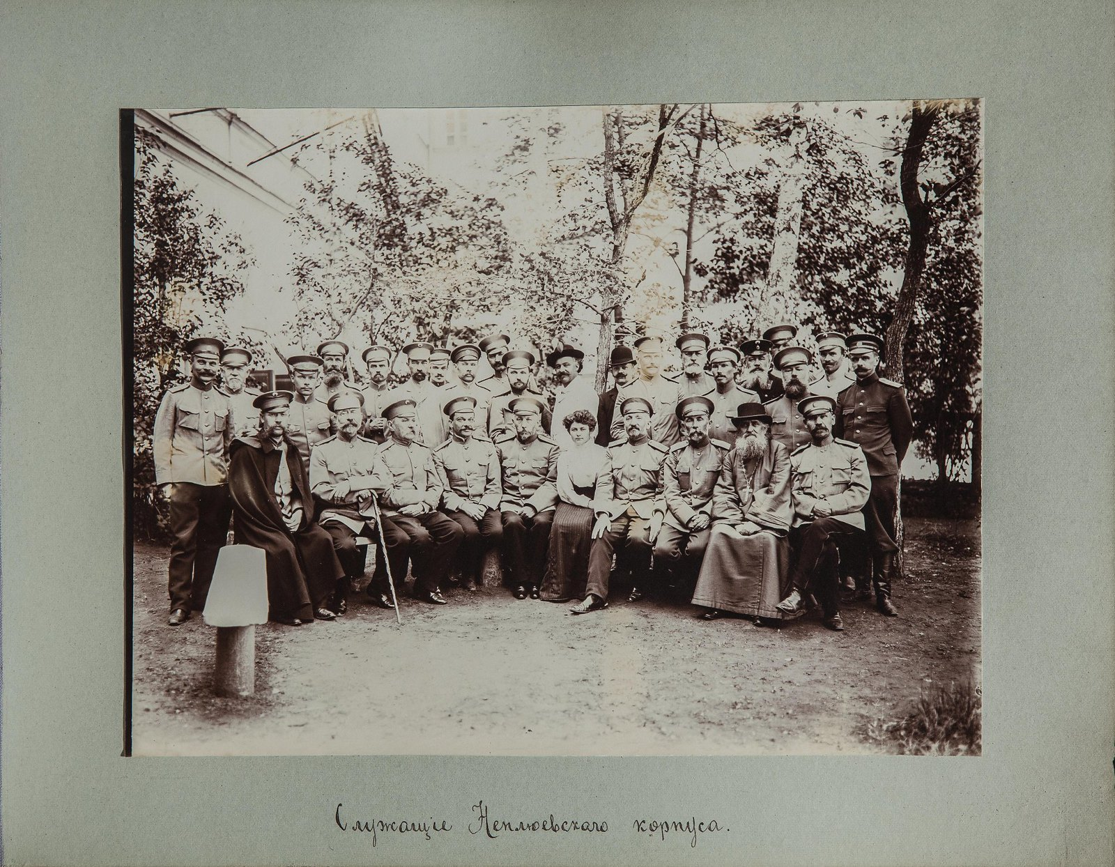 04. Группа служащих корпуса