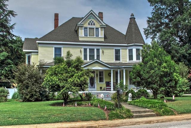 Victorian Home-Franklin Street-South Hill Virginia 10009