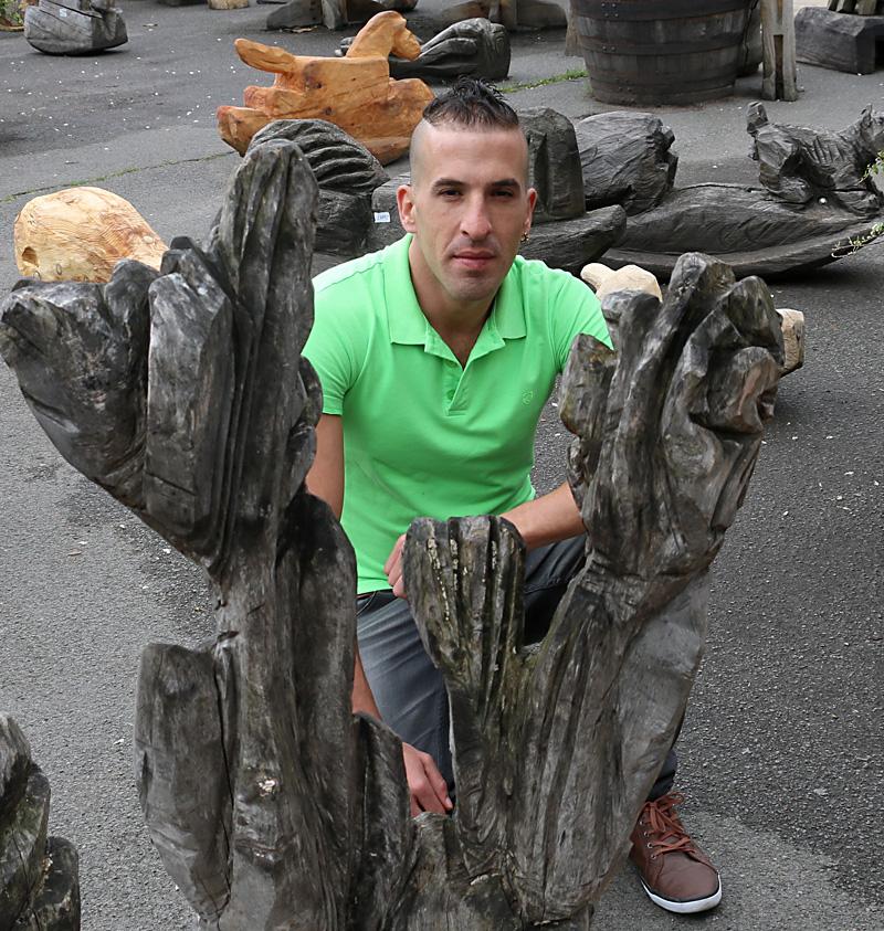 assaf henigsberg  אסף הניגסברג פסלי רחוב לונדון פסלים ברחוב בלונדון פסל מונומנט אמנות קלאסית עכשווית מודרנית  פיסול מונומנטלי אמנים יוצרים מפורסמים טיול ללונדון
